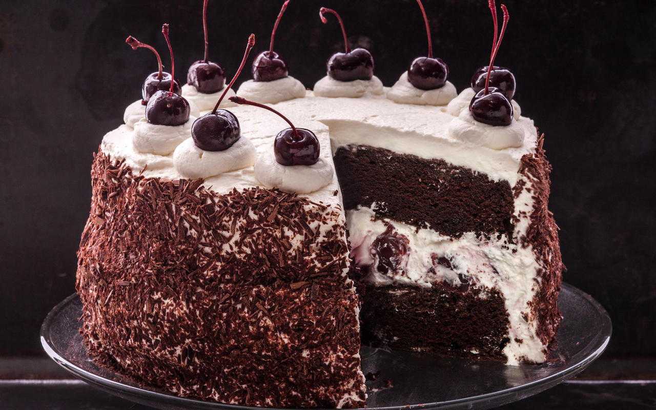 A Quick Look Into 5 Yummy Cakes For Your Happy Occasions