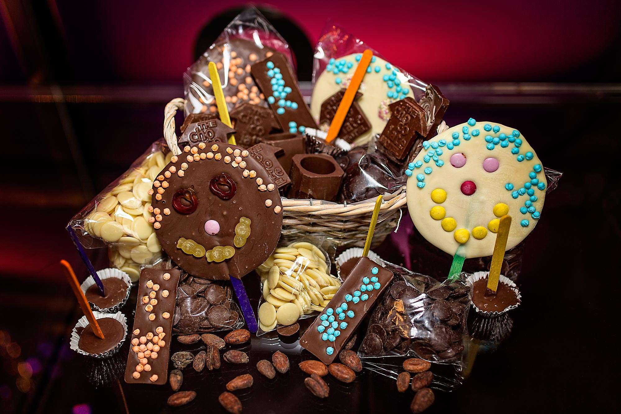 Give A Hint Of Love With Chocolate Hampers