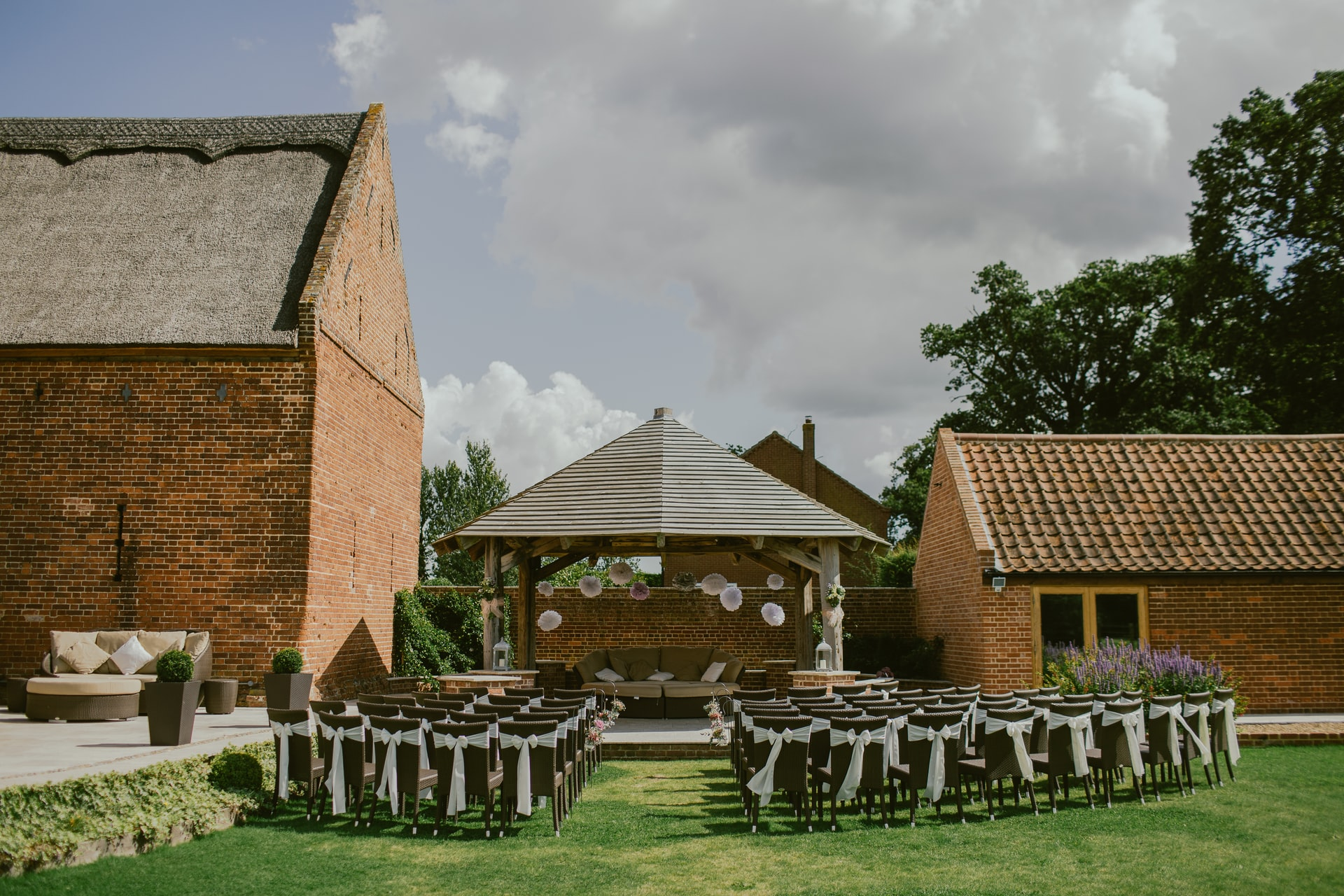 Factors To Consider When Organizing Barn Wedding Venue