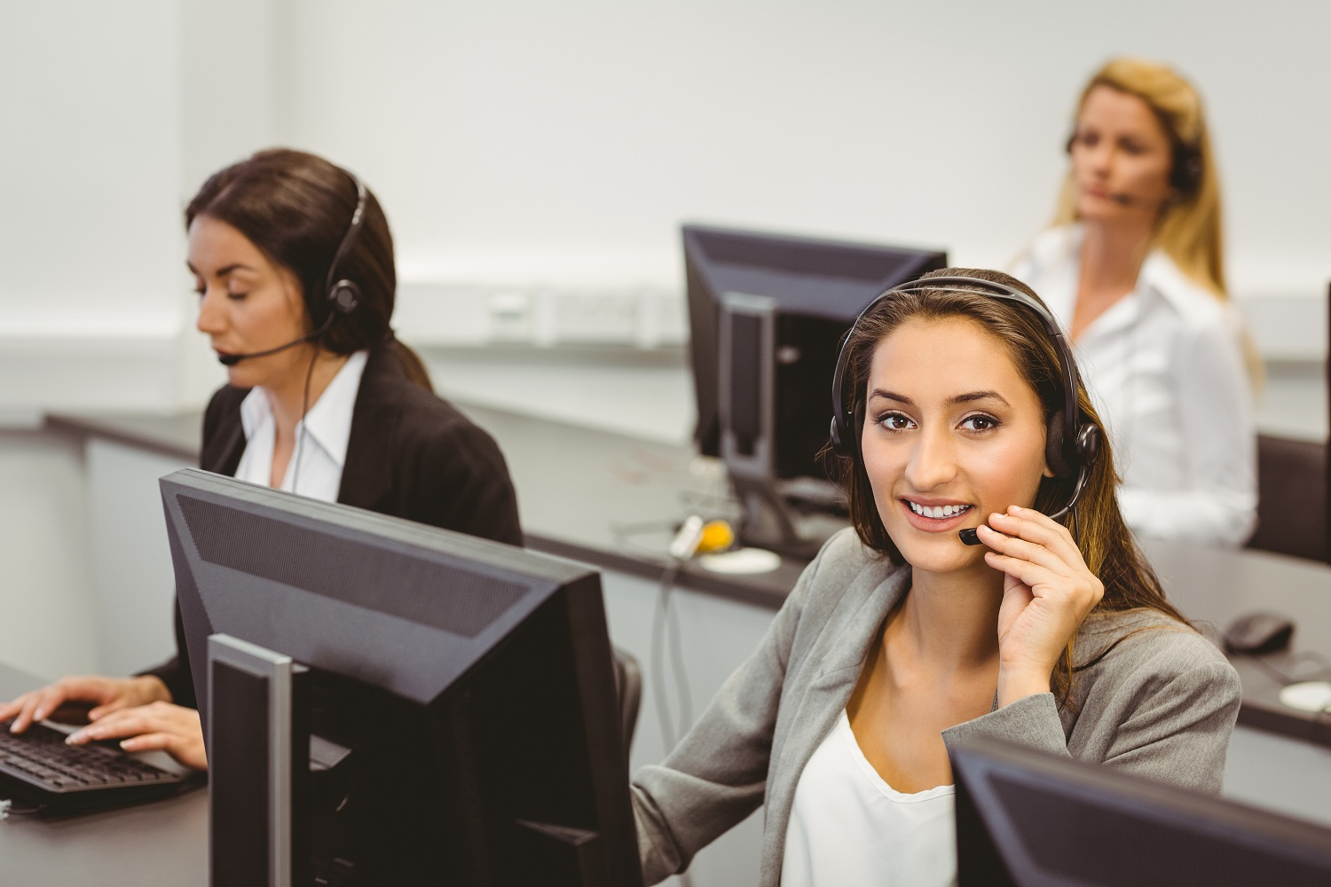 Live Phone Answering Service – Top Reasons To Boost Your Small Business With Them